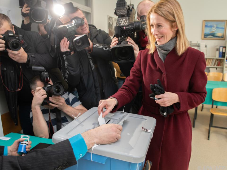 Kaja Kallas bei der Stimmabgabe