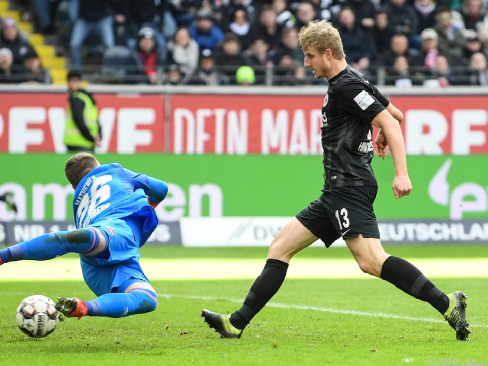 Martin Hinteregger erzielt Frankfurts 1:0-Siegtreffer gegen Nürnberg