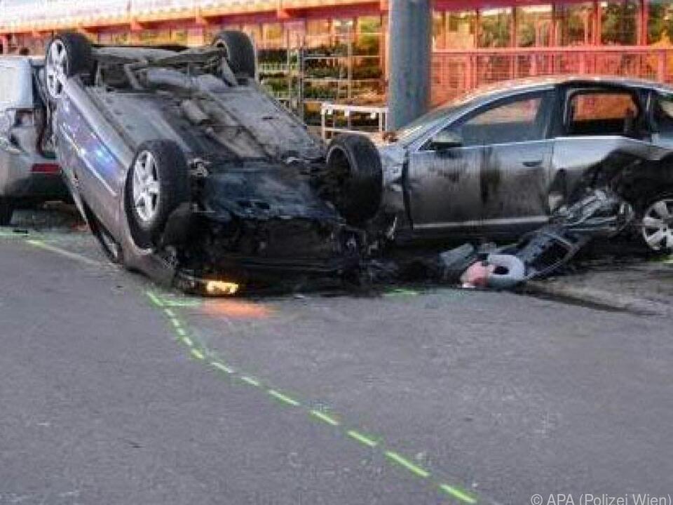 Mehrere Fahrzeuge wurden eschädigt