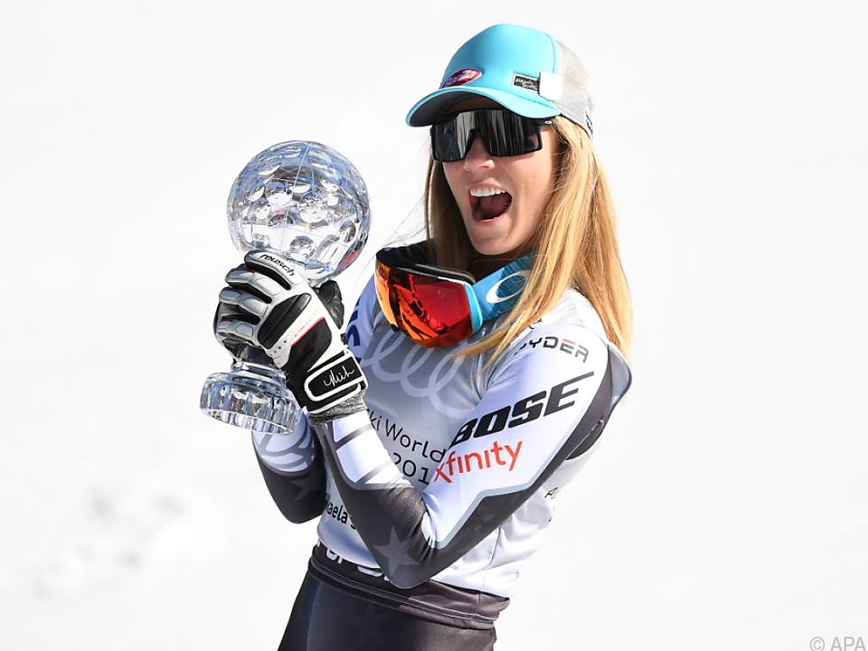 Mikaela Shiffrin mit ihrer ersten Super-G-Kristallkugel