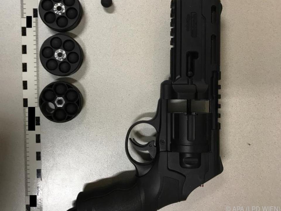 Mit Gasdruckpistole auf die Scheibe einer Nachbarin geschossen