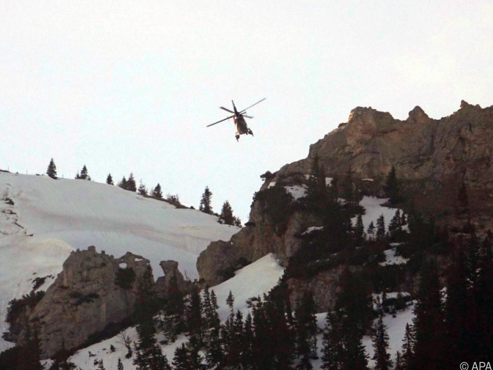 Mit Hubschrauber wurde nach weiteren Verschütteten gesucht