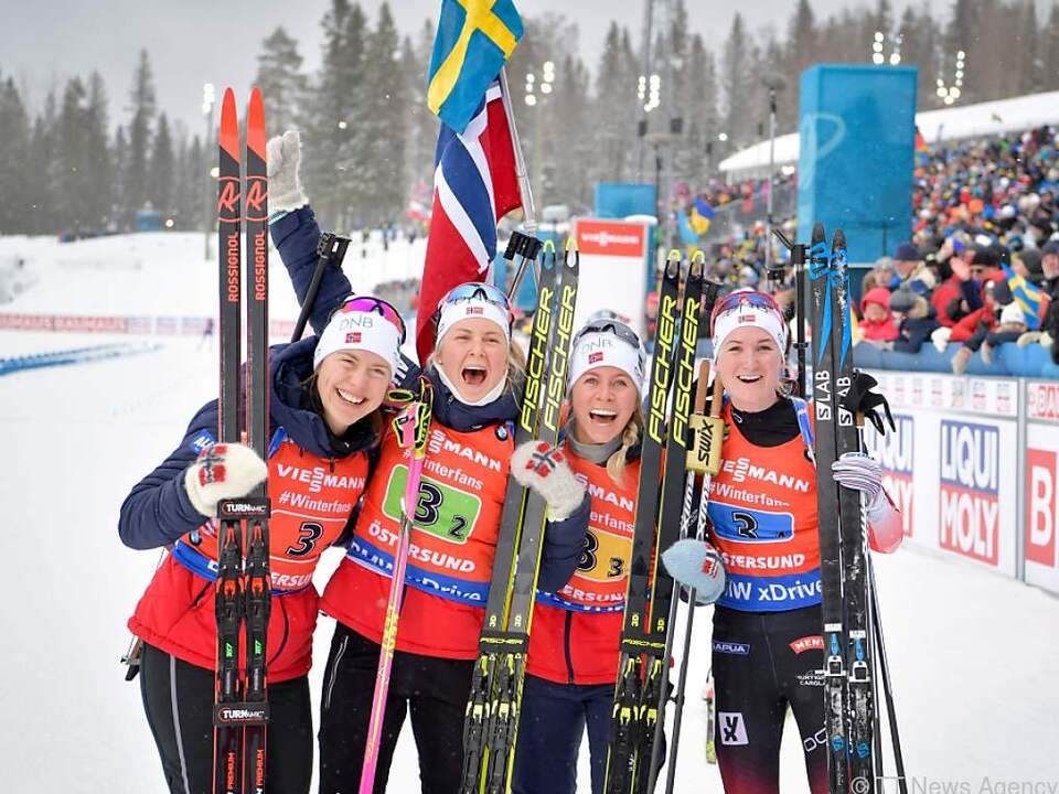 Norwegens Damen-Staffel holt Gold in Östersund