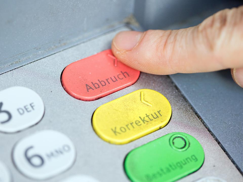 Ohne Gebühren könnten bald einige Bankomaten verschwinden