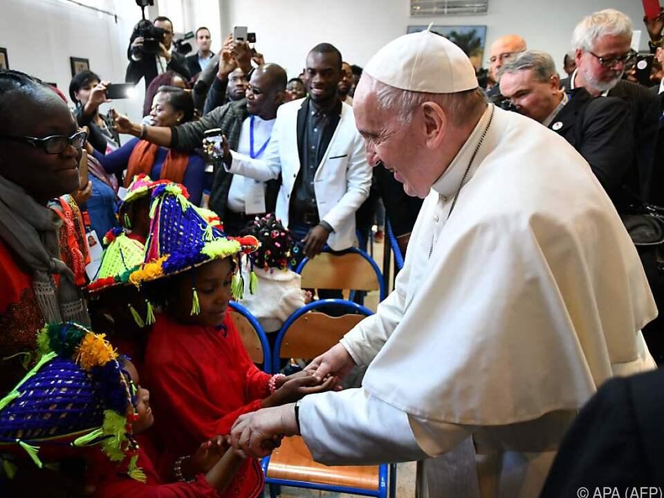 Papst Franziskus traf Flüchtlinge in Caritas-Zentrum in Rabat