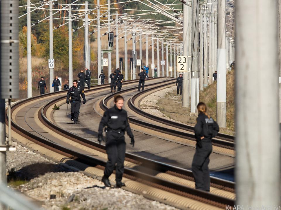 Polizei suchte ICE-Strecke nach Stahlseil-Vorfall ab