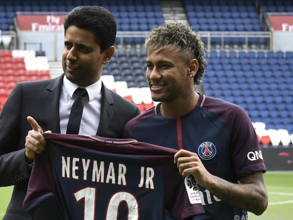 Rekordtransfer von Neymar zu PSG im Jahr 2017