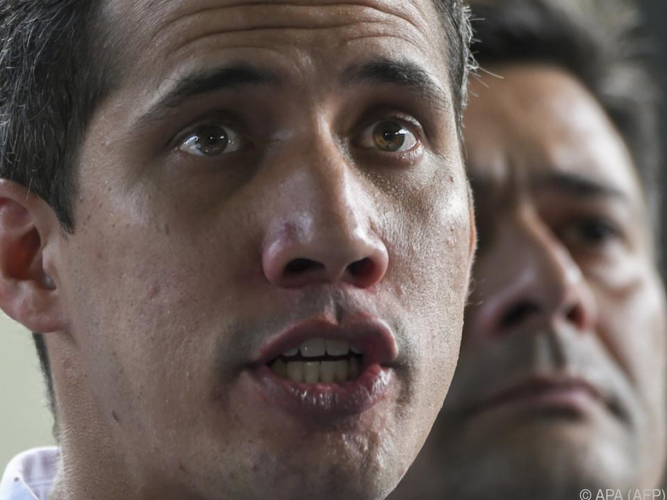Selbsternannter Präsident Guaido im Machtkampf mit Maduro