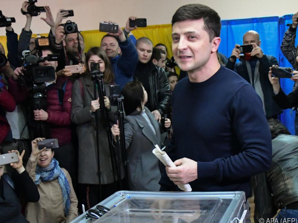 Selenskyj bei seiner Stimmabgabe