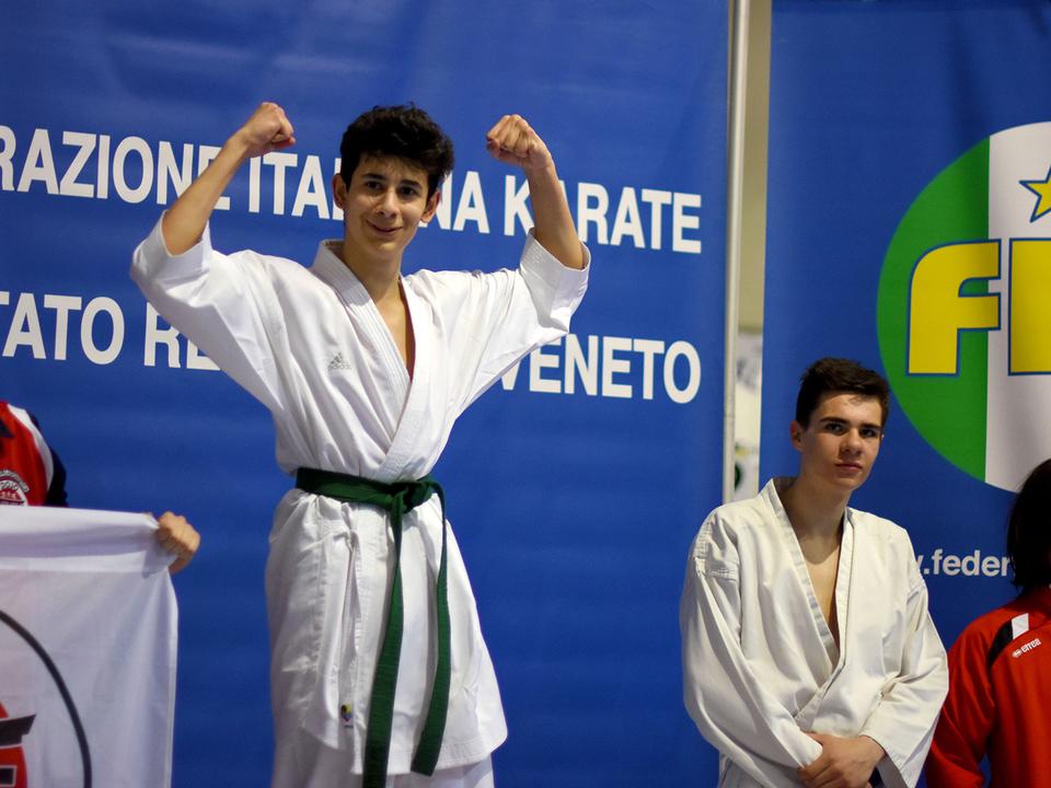 Sieg-in-der-Gesamtwertung-für-Antonio-Zaccari-im-Kumite