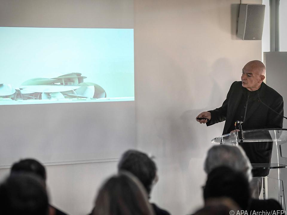 Stararchitekt Nouvel mit seinem Entwurf für Doha