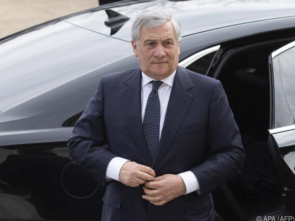Tajani spricht sich für den Verbleib der Partei aus