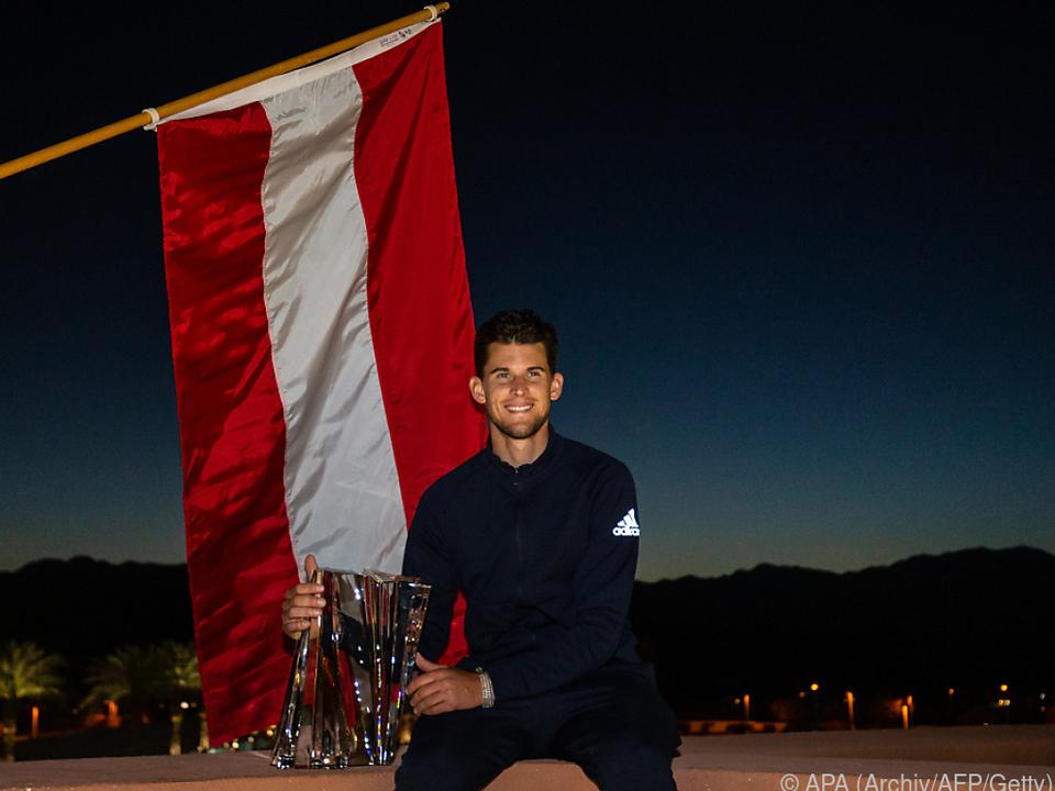 Thiem mit seinem Pokal aus Indian Wells