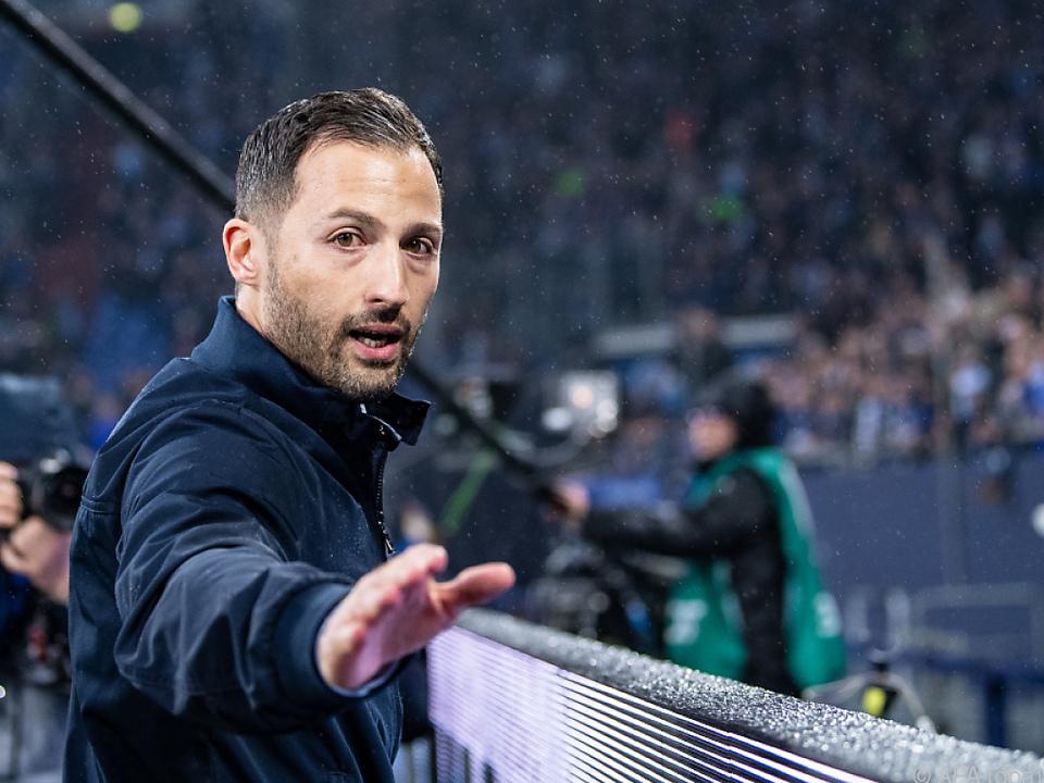 Trainer Tedesco stellte sich den wütenden Fans