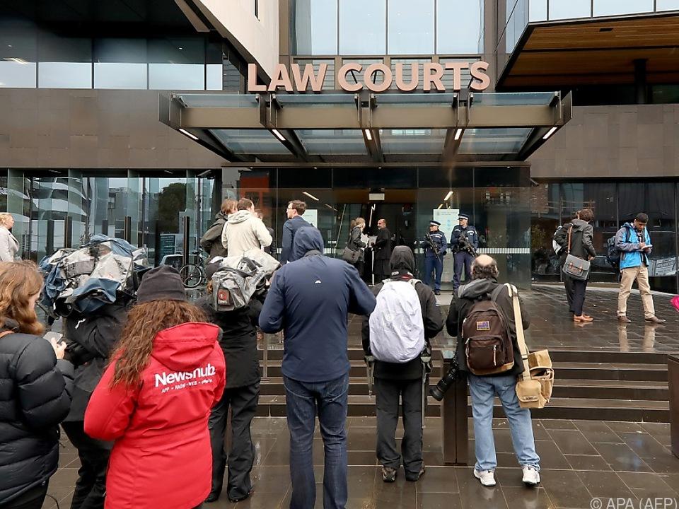 Auch Angehörige von Anschlagsopfern kamen zum Gerichtstermin