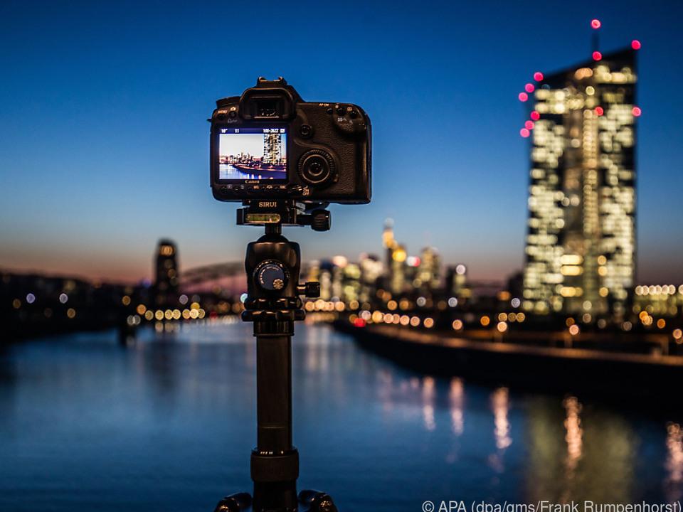 Bei längerer Belichtungszeit steht die Kamera lieber auf einem Stativ