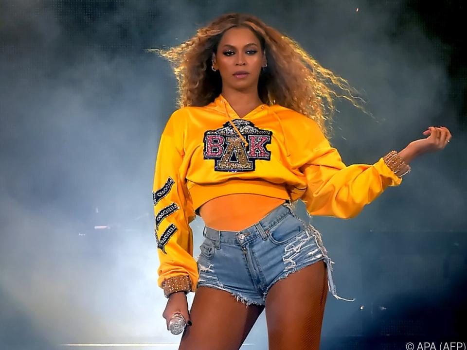 Beyonce soll Schuhe und Kleidung entwerfen