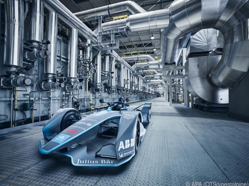 Das voestalpine-eigene Formel E Gen2 Auto in der Kontiglühe in Linz