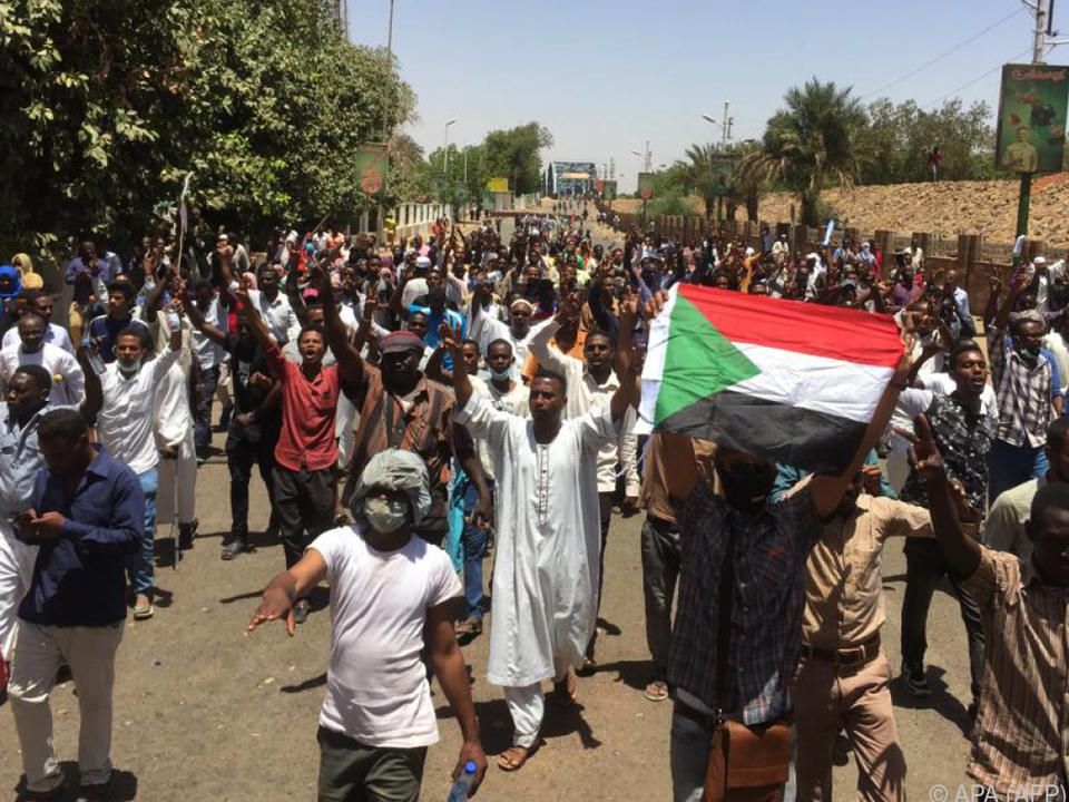 Demonstranten fordern Rücktritt von Staatschef Omar al-Bashir