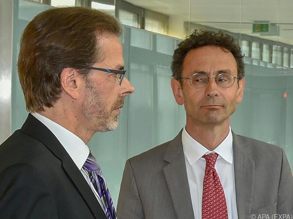 Der Kitzbüheler Bürgermeister Berger mit seinem Anwalt