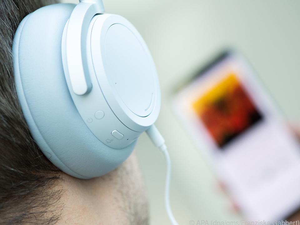 Microsofts Surface Headphones sind fast richtig gutDer Ton kommt auch per 3,5-Millimeter-Klinke auf die Ohren