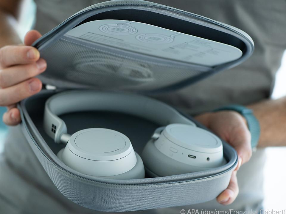 Die Surface Headphones lassen sich nicht sonderlich klein zusammenlegen
