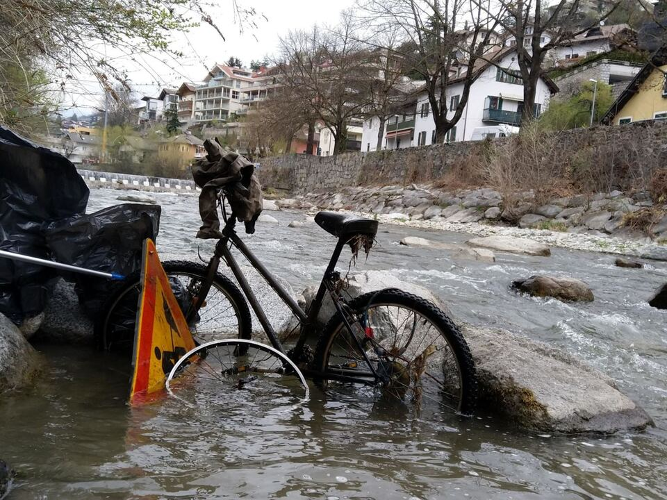 Fahrraeder und Verkehrsschilder_bici e cartelli