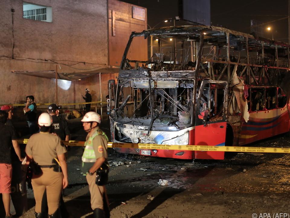 Feuerwehr geht von mindestens 20 Toten aus