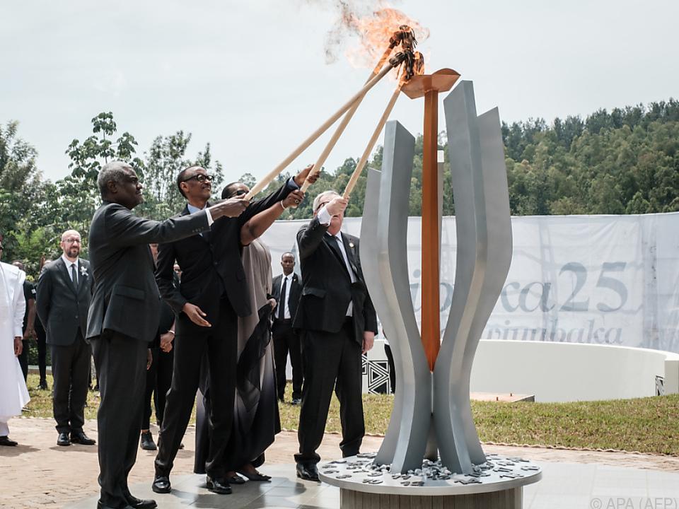 Flamme in der Gedenkstätte von Gisozi entzündet