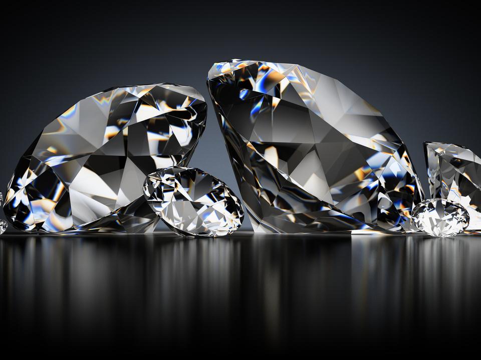 diamanten schmuck anlage glänzend wertvoll