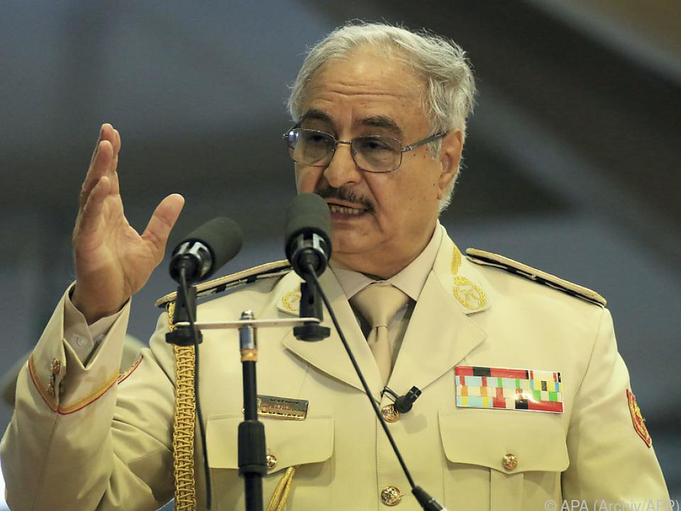 General Haftar befahl Truppen, in Richtung Tripolis vorzurücken