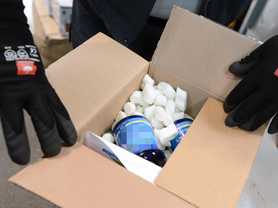 Illegale und gefälschte medikamente bleiben ein Zoll-Problem