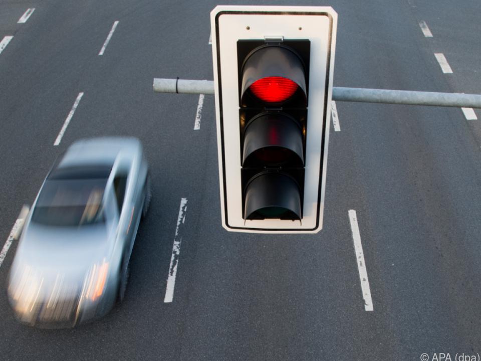 ampel auto fahren sym In Linz soll das Pilotprojekt stattfinden