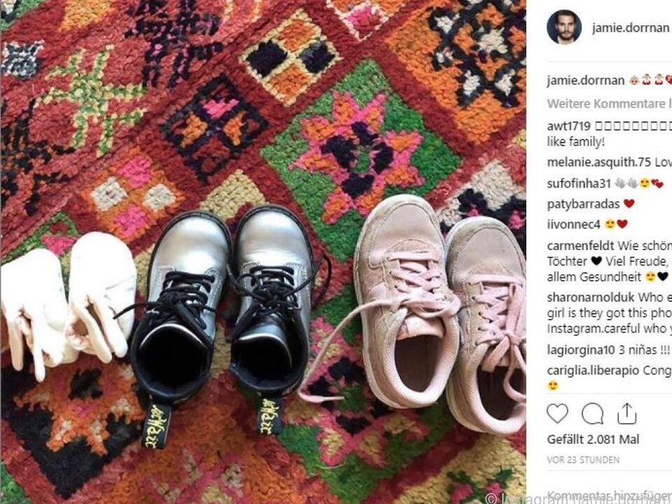 Jamie Dornan postete ein Foto von drei Paar Schühchen