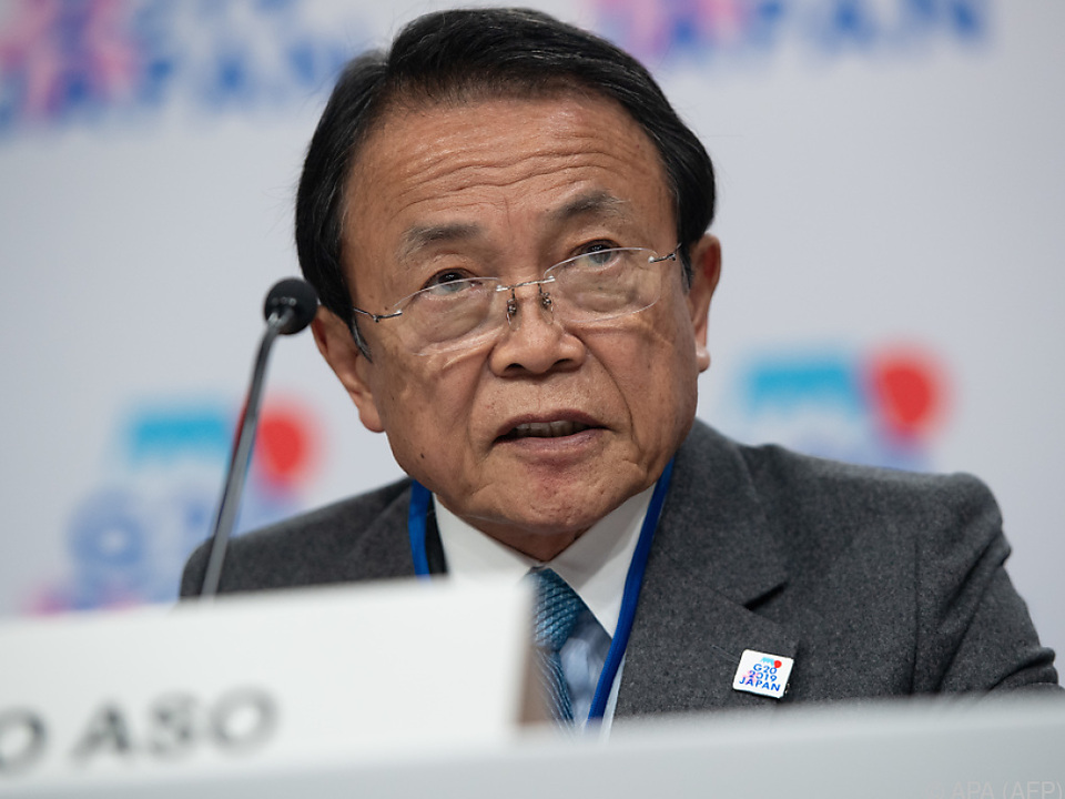 Japans Finanzminister Taro Aso warnt vor Abwärtsrisiken