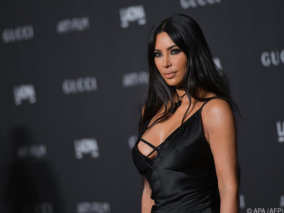 Kim Kardashian macht ein Kanzlei-Praktikum