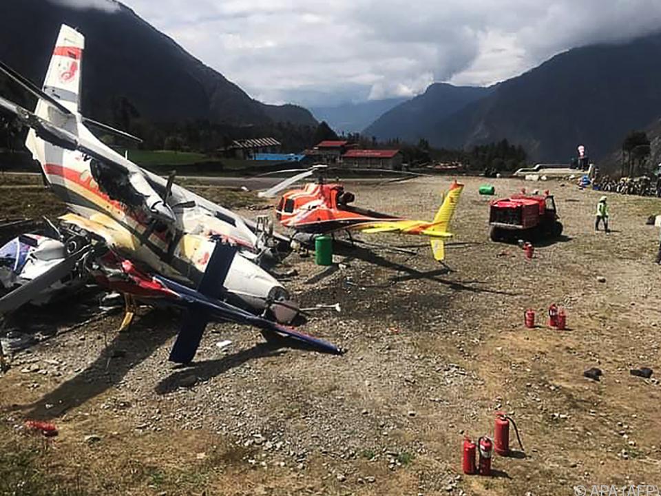 Kleinflugzeug prallte gegen zwei Hubschrauber
