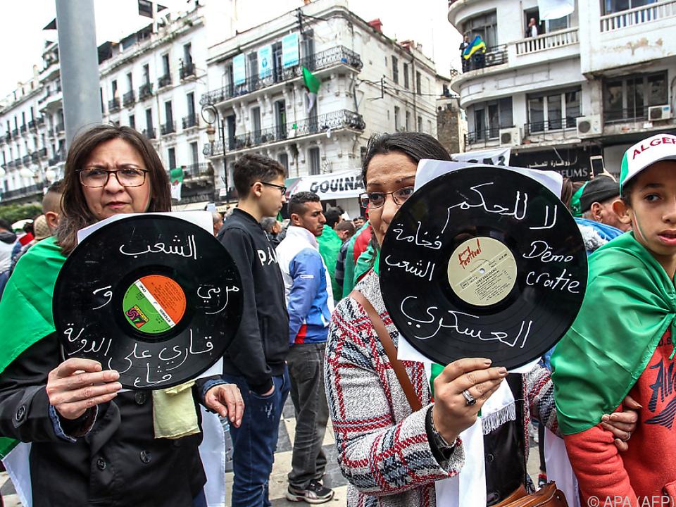 Massenproteste bedingten den Rücktritt von Abdelaziz Bouteflika