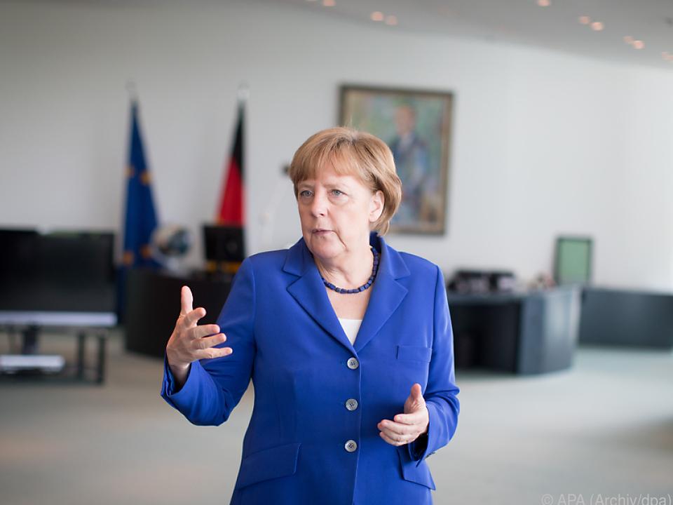 Merkel gibt zwei Nolde-Gemälde weg
