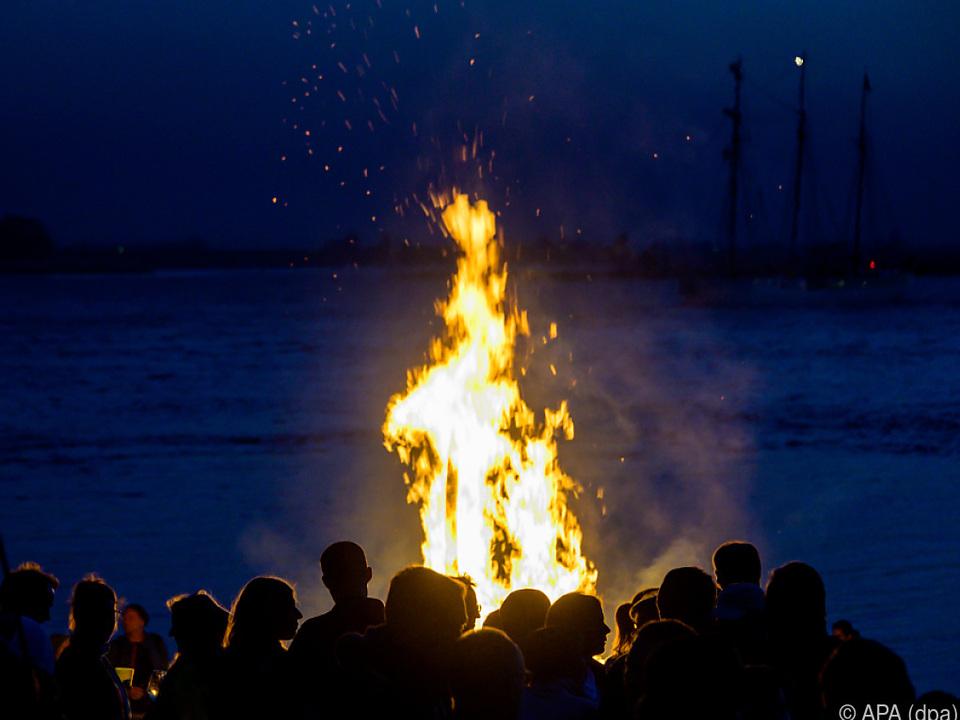 Osterfeuer sorgten in mehreren Bundesländern für Brände