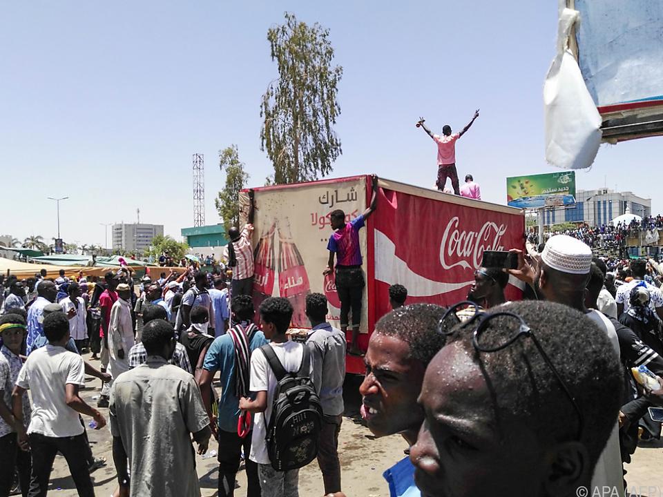 Regierungsgegner protestieren seit Samstag in Khartum