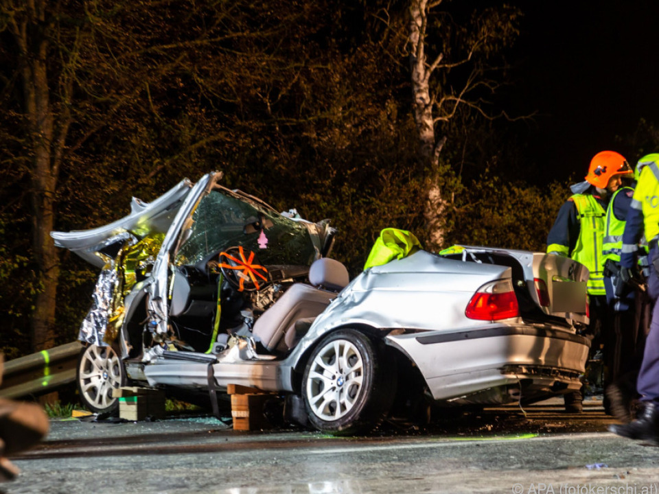 Schwerer Verkehrsunfall auf der Wiener Bundesstraße bei Hörsching