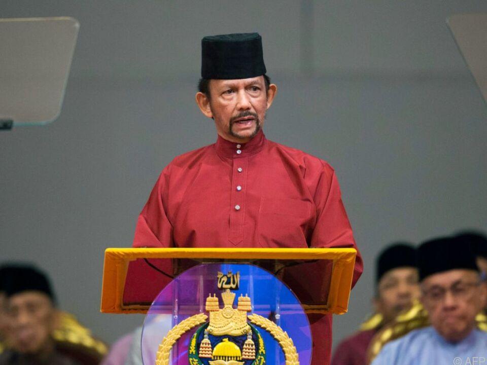 Sultan Hassanal Bolkiah führt sukzessive die Scharia ein
