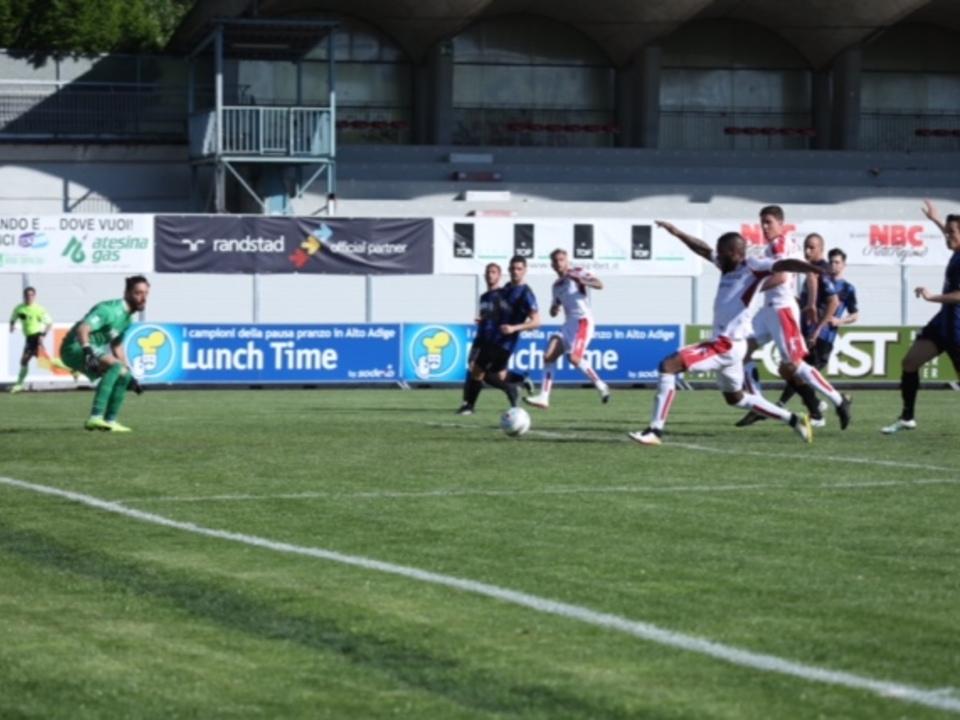 Una palla-gol per Vinetot che non arriverà sul pallone crossato da Tait