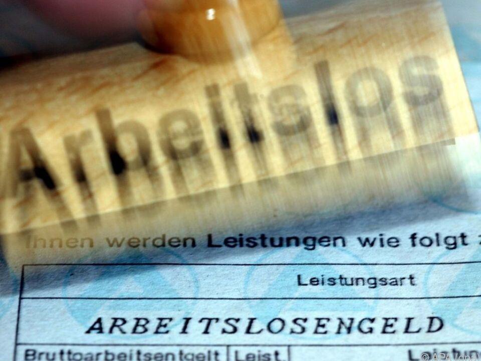 44,7 Prozent der Erwerbslosen zwölf Monate oder länger ohne Arbeit