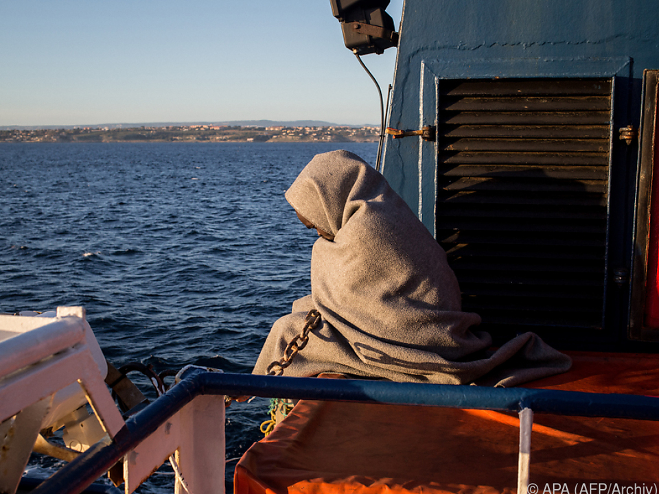 Die Migranten gingen in Lampedusa an Land
