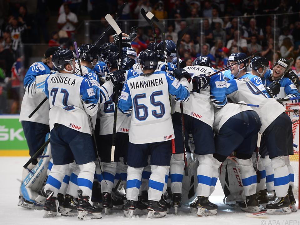 Finnische Spieler jubeln über den Finaleinzug