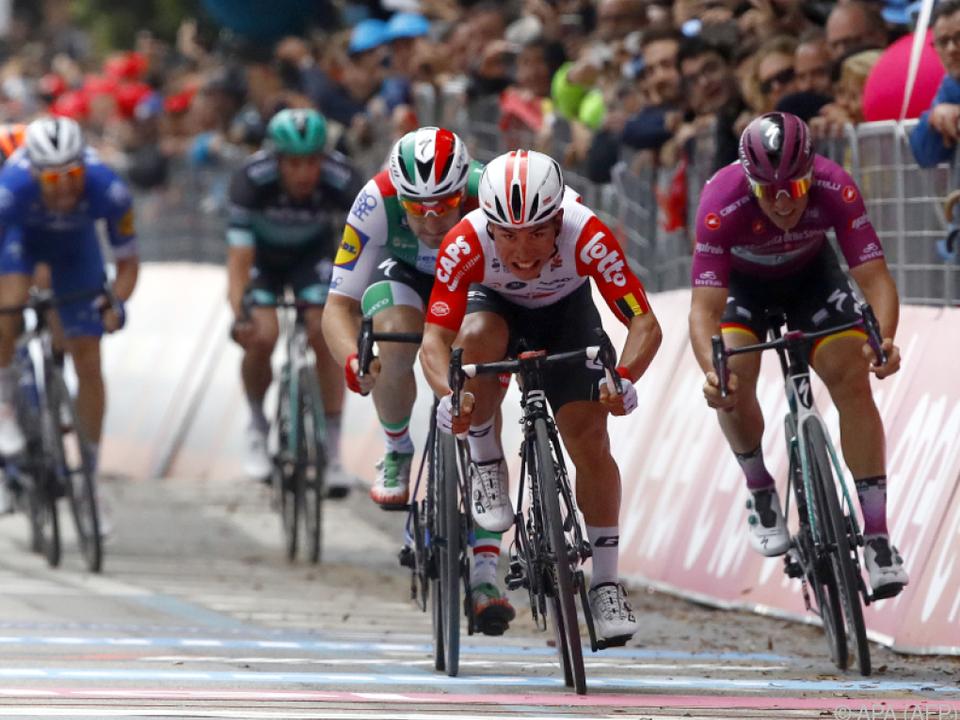 Caleb Ewan gewann die 8. Giro-Etappe im Sprint