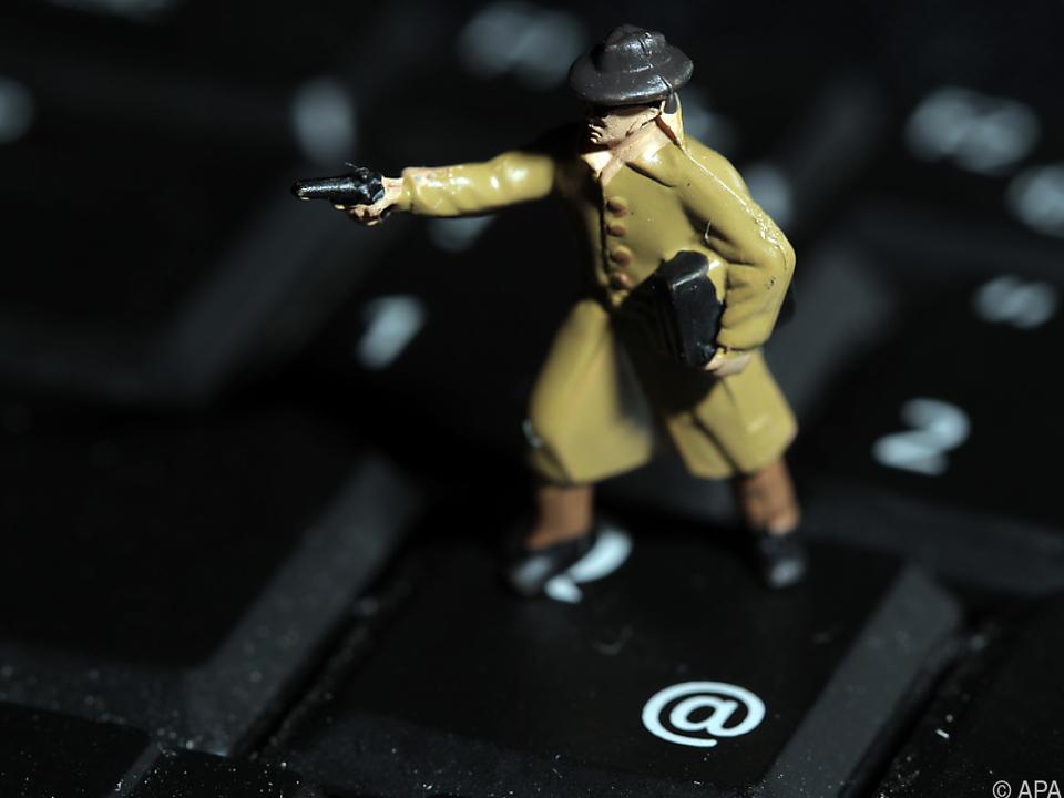 Hacker schlugen mit Phishing und Viren zu