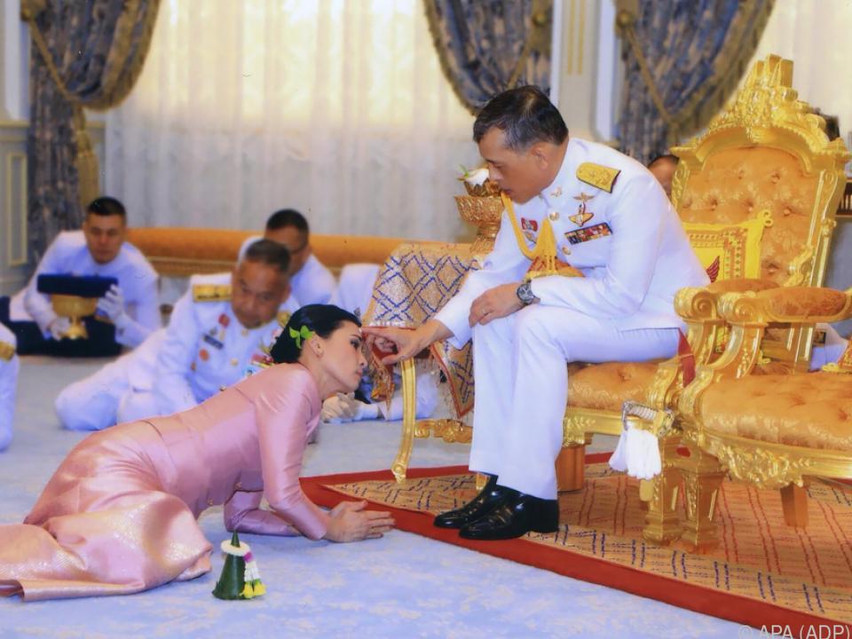 Thailand Mit Neuer Königin Rama X Gab Auch Heirat Bekannt